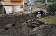 Death toll up in Japan quake as rescue searches continue