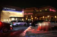 Teen gunned down at Illinois mall, shooter still at large