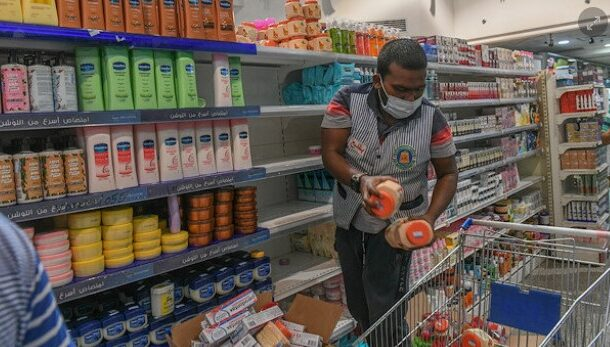 Arab trade groups boycott French products over insults