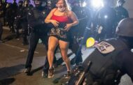 Portland PD riot-control squad votes to resign after cop charged